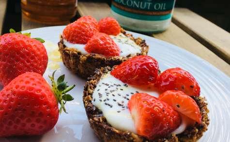 Tartelettes granola aux fraises, yaourt et miel
