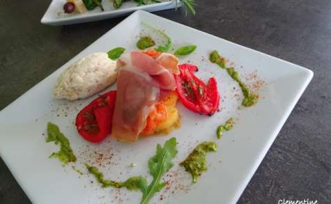 Polenta, tomates compotées, pesto à la basquaise