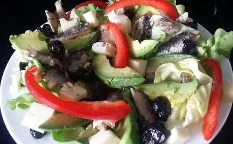 Salade à l'avocat et aux sardines