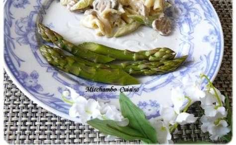Pâtes Aux Asperges, Champignons Et Poulet