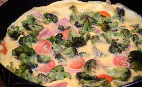 Omelette au jambon de Parme et au brocoli