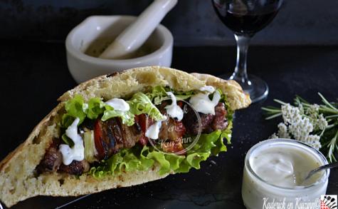 Kebab aux brochettes d'agneau à la plancha