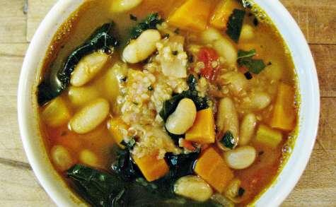 Soupe au quinoa, kale et haricots blancs