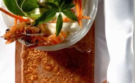 Verrine au saumon frais, crevettes, roquette, tomates cerises