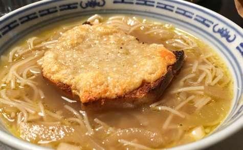Soupe à l'oignon gratinée