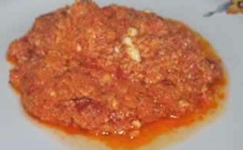 Strapatsada oeufs brouillés à la tomate et à la feta