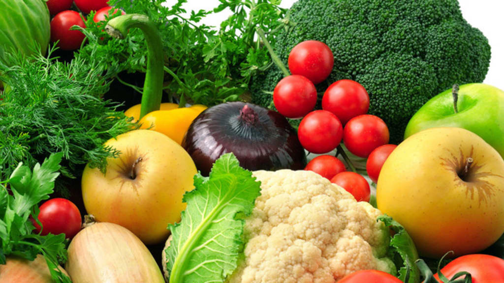 Assortiment de fruits et légumes crus