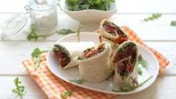 Wrap au boeuf, tomates séchées et roquette