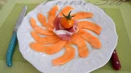 Carpaccio de melon, fleur d'oranger et piment d'Espelette