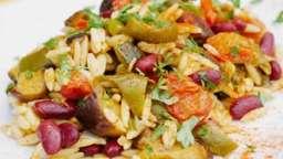 Salade alcaline d'Orzo aux légumes d'été confits à basse température
