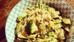 Wok de légumes au riz complet thaï et au tofu