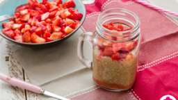 Verrines de tapioca au lait de coco, compote et fraises