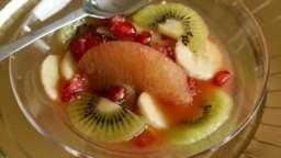 Salade de fruits exotiques et boule de glace coco