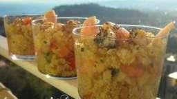 salade de quinoa aux crevettes et à la pêche
