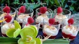 verrines de mousse au chocolat blanc et framboises au confit de pétales de rose