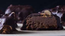 Bonbons au chocolat, praliné croustillant
