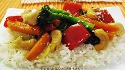Sauté de poulet et de légumes aux noix de cajou