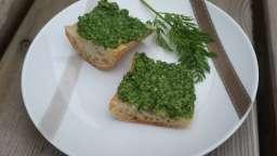 Pesto de fanes de radis et carottes au Cantal