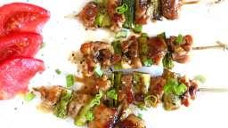 Yakitori de poulet aux cébettes