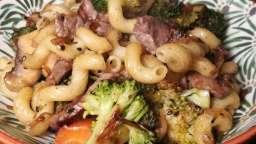 Wok de bœuf mariné, pâtes et légumes