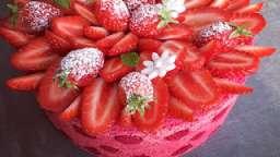 Charlotte aux fraises, mousse légère au fromage blanc
