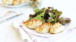 Mini pizzas (façon raviolis) aux olives et à l'aubergine