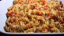 Gratin de pâtes, tomates, bacon, japalenos et cheddar
