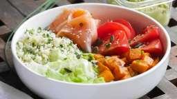 Poke bowl au saumon fumé et semoule d'herbes fraîches