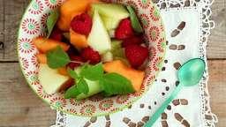 Salade aux 3 melons, pêches, framboises et basilic