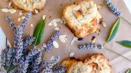 Tuiles aux amandes, fleurs de lavande et petit épeautre