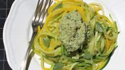 Spaghetti de courgettes au pesto végétal