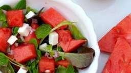 Salade fraîche à la pastèque, menthe et fêta, vinaigrette fruitée à la pastèque