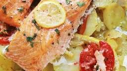 Pavés de saumon, pommes de terre fondantes, citron et tomates au four