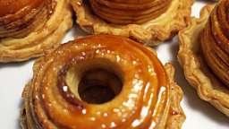 Pommes en croûtes feuilletées au caramel au beurre salé