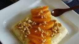 Bowlcake de semoule aux abricots et éclats de noix