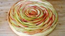 Tarte aux pommes, crème d'amande aux noix