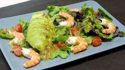 Salade avocat crevettes aux baies roses