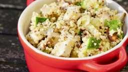 Frichti froid de légumes crus aux oignons frits.