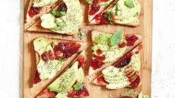 Toast d'avocat, confiture de fraise et framboise intenses Bonne Maman