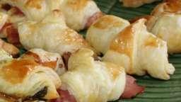 Panel de petits croissants feuilletés...