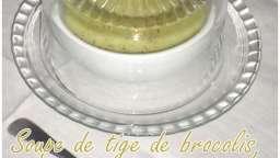 Soupe de tige de brocolis
