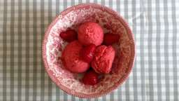 Glace à la fraise maison