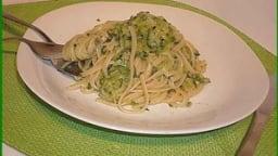 Spaghettis façon carbonara végétarienne aux courgettes.