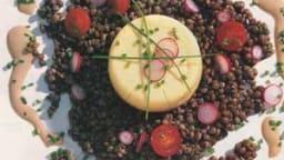 Flan de haddock, salade de lentilles aux radis roses et tomates cerises
