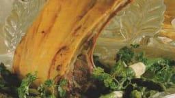 Carré d'agneau aux légumes verts, poivre de Guinée et folle blanche