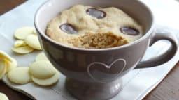 Mug cake au chocolat blanc et à la farine de châtaigne
