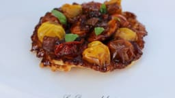 Tarte Tatin de tomates méli-mélo et oignons Roscoff