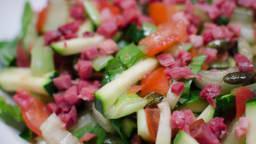 Salade de pak choi, à la courgette, aux lardons fumés et aux graines de courge