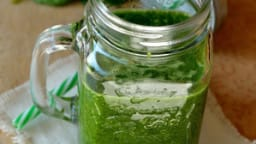 Green smoothie banane-épinard-gingembre