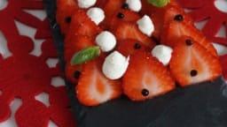 Carpaccio de fraises, perles de balsamique, basilic et chantilly